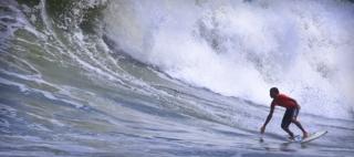 Kiran surfing